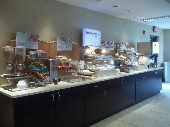 Holiday Inn Express Hotel & Suites Winchester: Breakfast