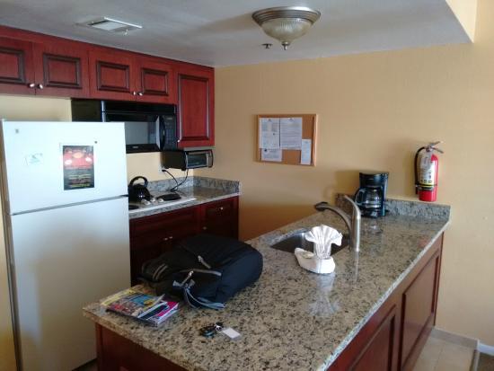 Parc Corniche Condominium Resort Hotel: cozinha quarto