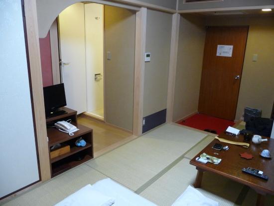 Matsumoto Ryokan: 和室にユニットバスがくっついています