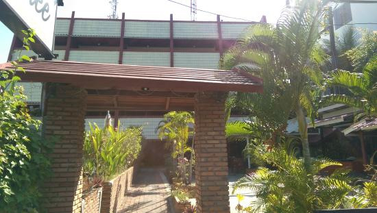 Surin Sweet Hotel: front