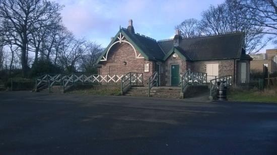 Leazes Park: house - i think attraction