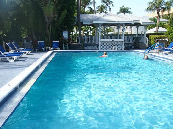 Caribe Beach Resort: Towards pool deck