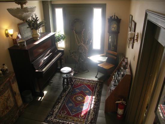 The Ira Allen House Bed and Breakfast: ground floor hallway