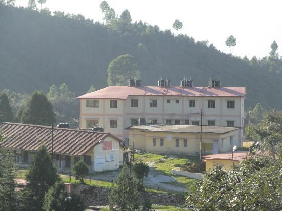 Khirsu Village : GMVN tourist lodge, Khirsu