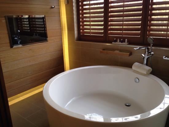Aqua Sana Elveden Forest: Stunning bath in the suite!