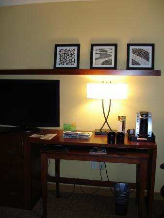Courtyard Burlington Williston : I liked the prints over the coffee machine and lamp