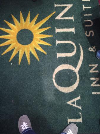 La Quinta Inn & Suites Pigeon Forge : Rug on elevator