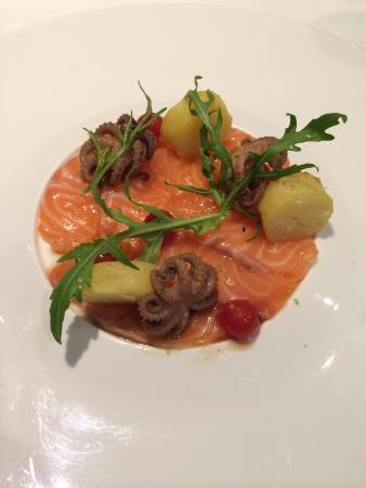 Fireplace Grill and Bar: Salmon
