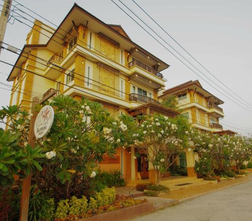 Bussaba Bangkok: Hotel facade.