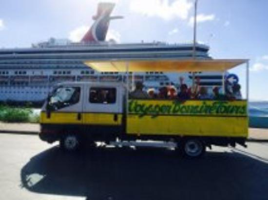 Voyager Bonaire Tours: Open air Touring truck