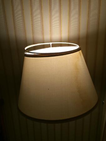 Gambrinus Hotel: Broken lamp shade
