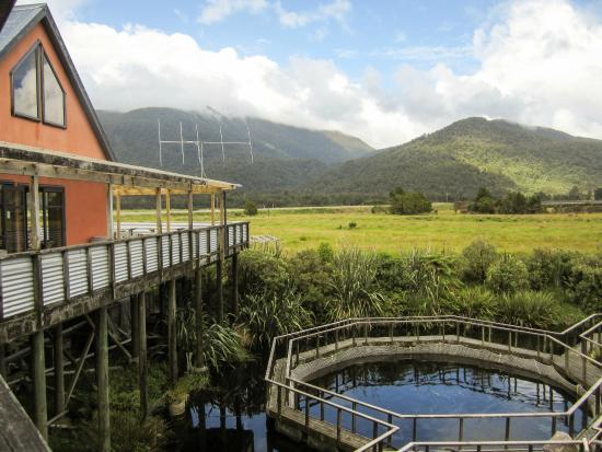 Paringa Salmon Farm Cafe: View of Salmon Farm Pools and Cafe Deck