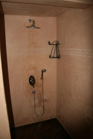 Riad Les Ammonites: Shower
