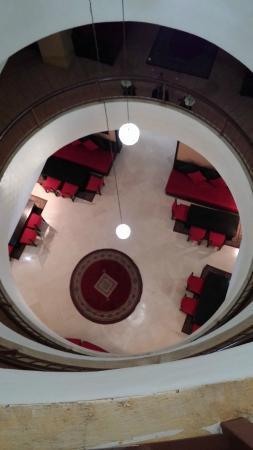 New Farah Hotel : vista dal terzo piano della hall