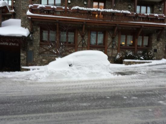 Sport Hotel : Has anyone seen my car lol