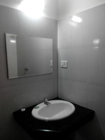 Hotel Highland Park: Restroom