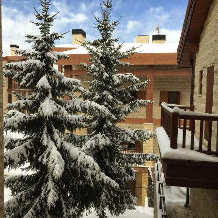 InterContinental Mzaar Mountain Resort & Spa: Amazing view after a snowy night