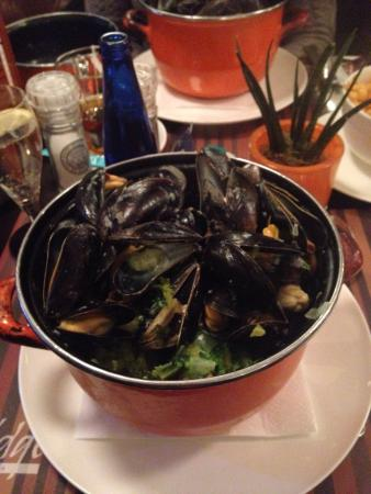 Bridge: Moules with garlic and and cream sooo good!