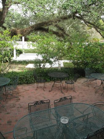 Ormond Plantation Manor House: Courtyard