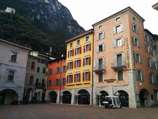 Hotel Portici e piazza