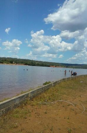 Jatai, GO: Vista parcial do lago