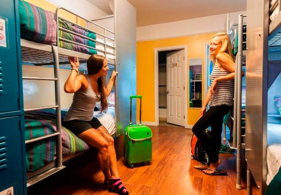 USA Hostels Hollywood: We offer female only and mixed gender dorms