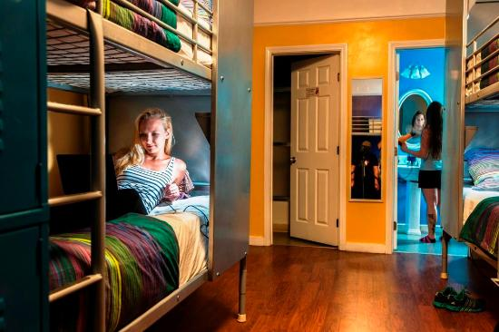 USA Hostels Hollywood: All dorms are with bath and have free lockers and comfy duvets