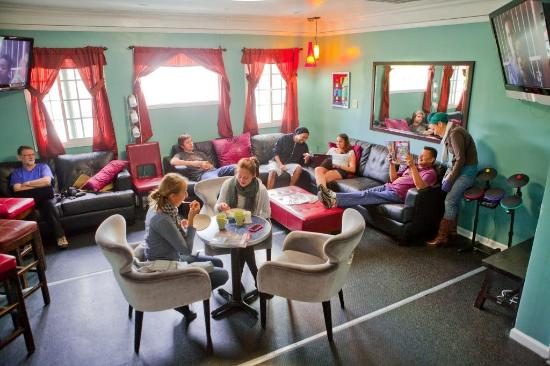 USA Hostels Hollywood: We host Open Mic and Comedy Nights in our lounge