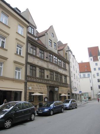 Hofer Der Stadtwirt: El edificio y su entorno