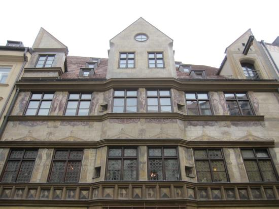 Hofer Der Stadtwirt: Parte superior de la fachada