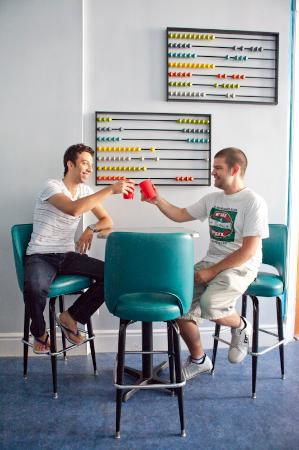 USA Hostels San Diego: Our lounge is a great place to make new friends