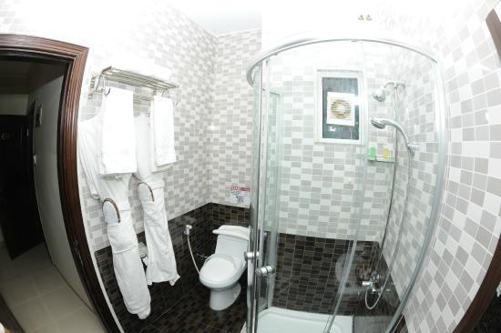 Cedar Hotel: Bathroom