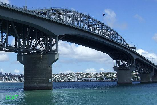 ‪Auckland Harbour Bridge‬