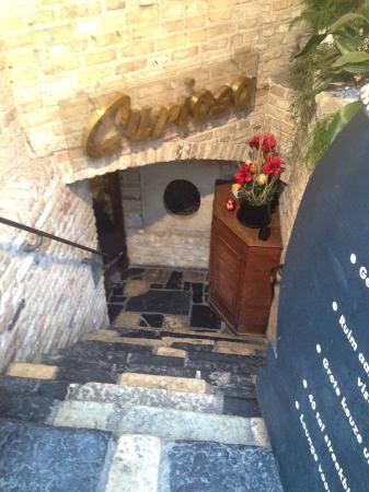 Restaurant Curiosa: Entrance from the street