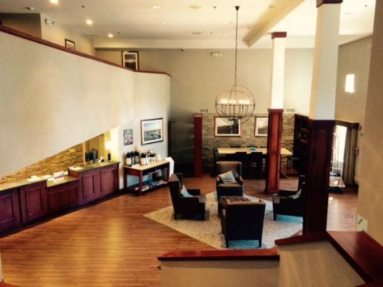 Holiday Inn Express Hotel & Suites Carpinteria: nice modern lobby