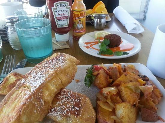Brockton Villa Restaurant: 'Coast Toast' and Crab Cake