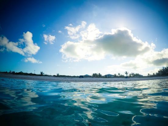 Aquamarine Beach Houses : The water!