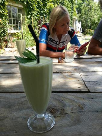 The Refinery: The BEST mango/mint/yoghurt smoothie