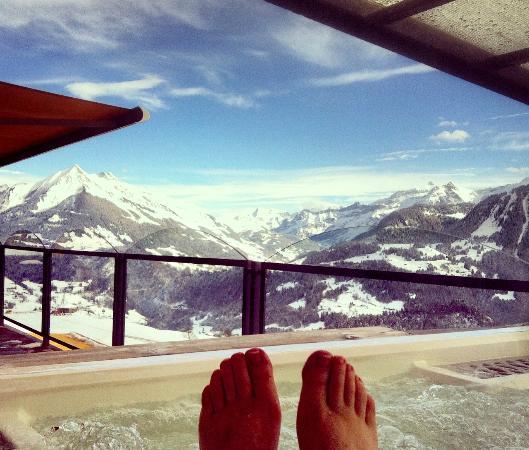 Hotel Le Grand Chalet: Hot Tub Heaven - view from the hotel hot tub