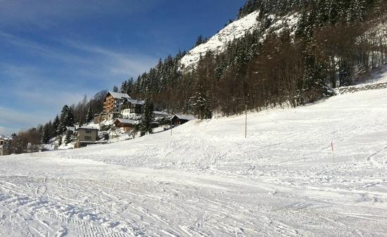 Hotel Le Grand Chalet: Le Grand Chalet from the slopes