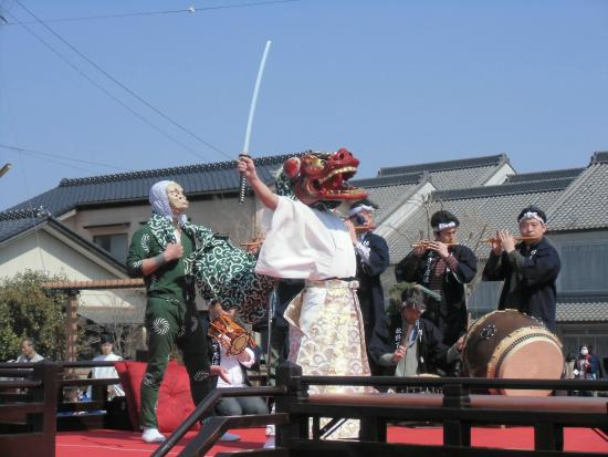 Historic Old Town along Onogawa River : 佐原の伝統的な踊り