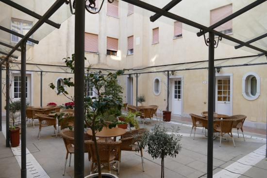 courtyard picture of hotel carlton on the grand canal venice rh tripadvisor ie
