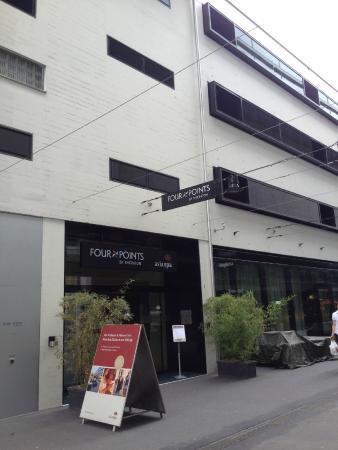 Four Points by Sheraton Sihlcity Zurich: O hotel fica numa rua só de pedestres