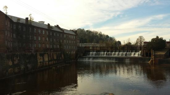 Pratt Cotton Gin Mill: The view of cotton gins waterfall from the bridge.