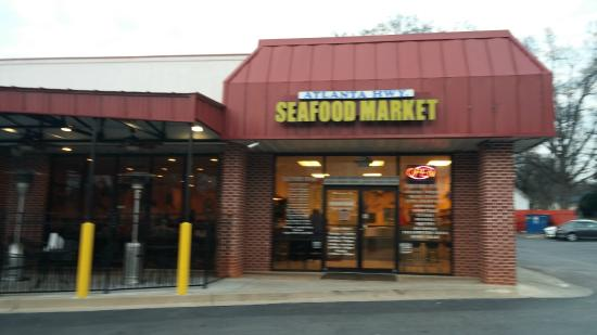 Atlanta Highway Seafood Market: You'd never dream this to be a top-notch seafood restaurant