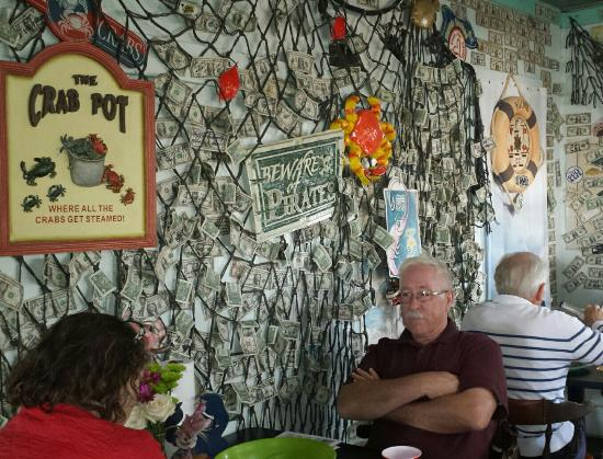Peace River Seafood: Funky interior design!