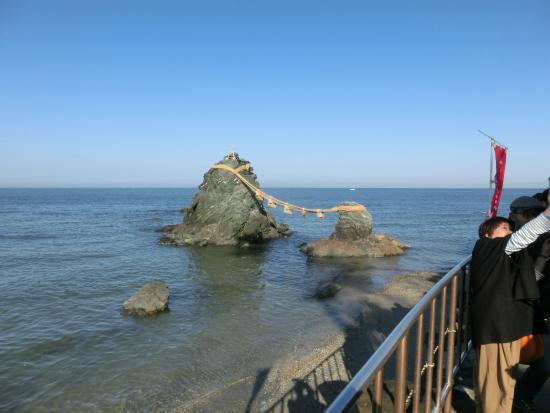 Futamiura: 夫婦岩