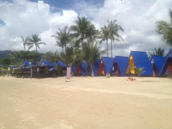 New Hut Bungalows: A frame huts on the beach, good value