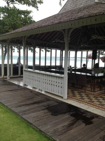 Bali Garden Beach Resort: Beachside Bar
