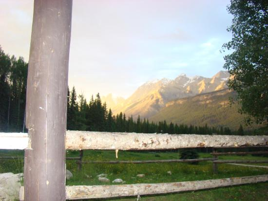 Beaverfoot Lodge: View from porch